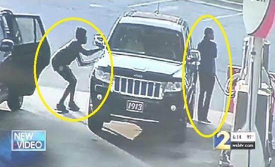 شاهد: امرأة أمريكية أوقفت سرقة  سيارتها بطريقة مبتكرة