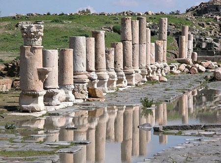ملتقى ألق الثقافي ينظم رحلة لمعالم اربد الأثرية