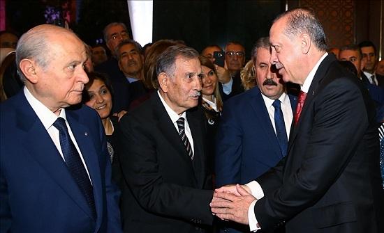 """أردوغان يعزّي في وفاة رئيس الوزراء الأسبق """"أق بولوت"""""""