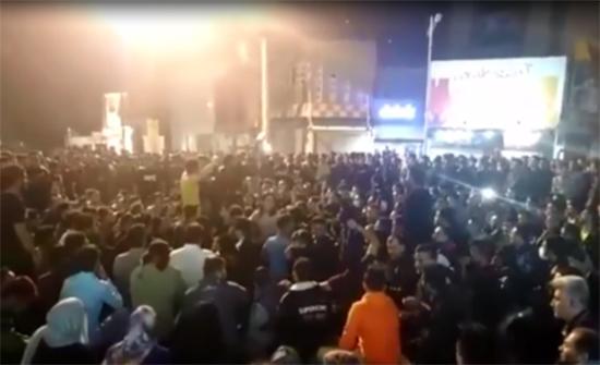 بالفيديو : احتجاجات في إيران على رفع أسعار البنزين