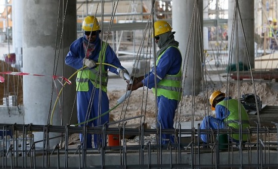 مجلس الوزراء يخفض رسوم تصاريح عمال المياومة