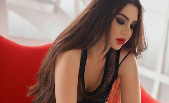 قمر اللبنانية تهدد الجمهور بسبب فيديو بملابس البحر