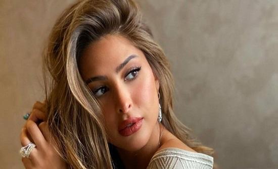 """فوز الفهد ترد على متابعة وصفتها بـ""""التافهة"""" ووضع زوجها في إصبعها كـ""""الخاتم"""""""
