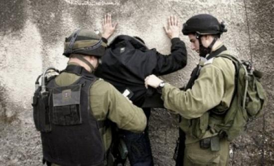 الاحتلال الاسرائيلي يعتقل 13 فلسطينيا