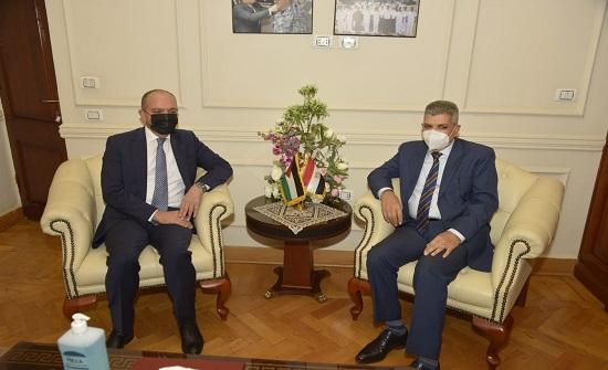السفير العضايلة يلتقي رئيس هيئة قناة السويس