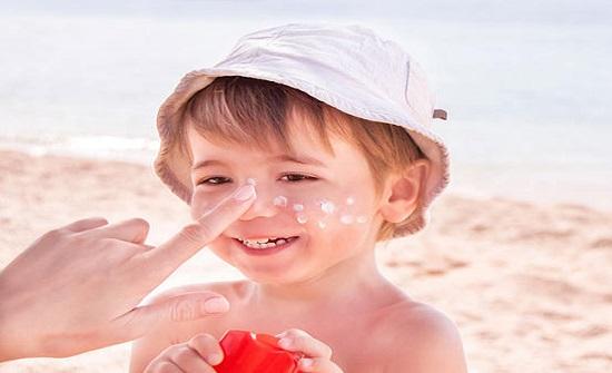 مادة مسببة للسرطان موجودة في 78 من منتجات الوقاية من الشمس!