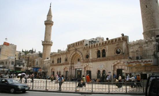 بناء منبر خشبي جديد للمسجد الحسيني