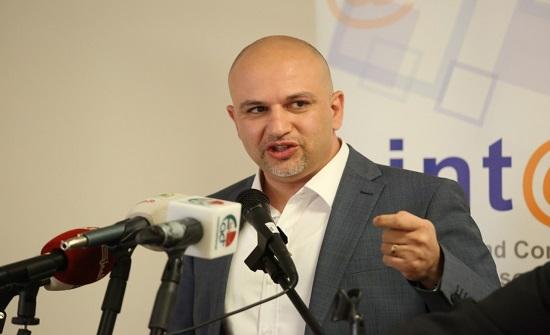 غرايبة : الحكومة تبحث عن تحالف عربي لفرض ضريبة على الفيسبوك - صور