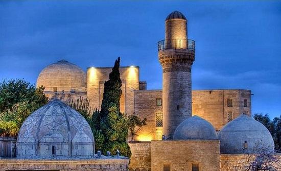 """إطلاق جولات """"افتراضية"""" لأبرز المعالم الأثرية والسياحية في أذربيجان"""