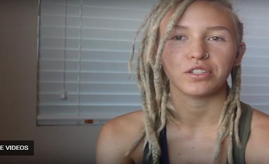 فيديو| بعد 3 سنوات .. هذه الفتاة احتاجت 5 أيام لتفك جدائل شعرها!