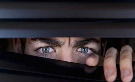 تطبيق عالمي يتجسس على مستخدمي آيفون