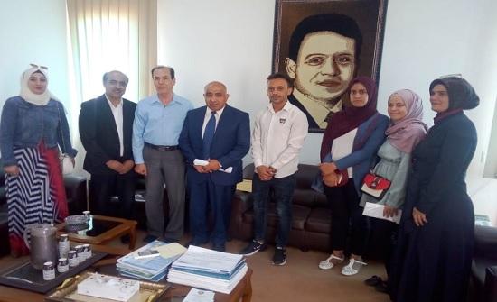 وفداً من رواق جرش للثقافة والتراث يزور جامعة إربد الأهلية