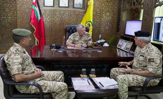 الملك يزور قيادة المنطقة العسكرية الشرقية