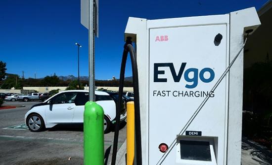 السيارات الكهربائية تشكل تحديا أمام محطات الوقود