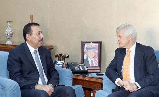 وزير التربية يبحث مع السفير البريطاني التعاون في المجالات التربوية