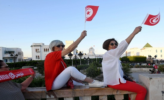 آلاف التونسيين يخرجون في مسيرات مطالبة بحل البرلمان