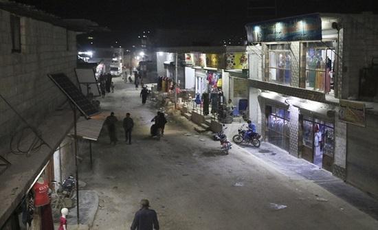 نازحون سوريون: لا عيد لنا ولأطفالنا.. ويشكون الفقر