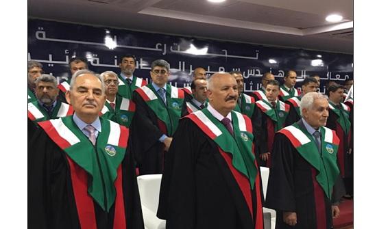 جامعة الزرقاء تحتفل بتخريج الفوج الثاني والعشرين من طلبتها