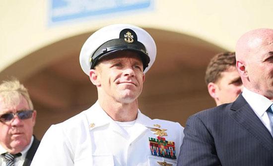 إجراءات لعزل قائد عسكري أمريكي نشر صورا مع جثة معتقل عراقي