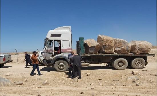 ضبط شاحنة محملة بالبازلت المخالف بالهاشمية