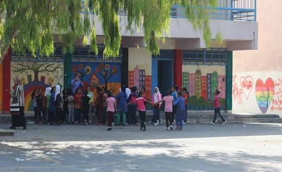 المدارس.. ديون تثقل الأسر وانتقال إجباري إلى المدارس الحكومية