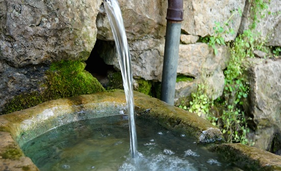 عبيدات : سبب حالات التسمم في جرش محطات تحلية تعبئ المياه من الينابيع