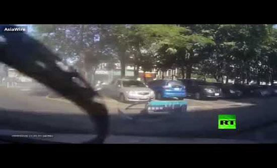 بالفيديو : التبس عليه الأمر بين دعستي البنزين والفرامل في تايوان