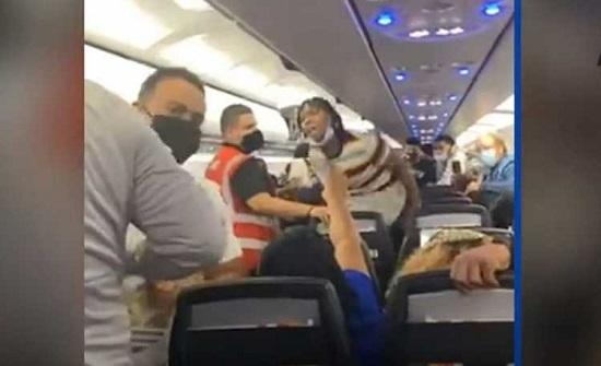 مشاجرة جماعية على متن طائرة في بورتوريكو .. فيديو