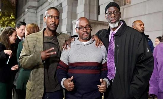بالفيديو : 3 أشخاص ظهرت براءتهم بعد قضائهم 36 عاما وراء القضبان في امريكا