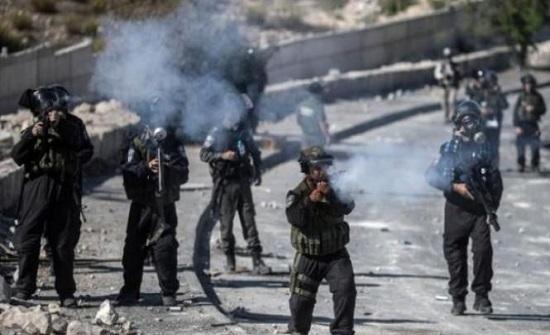الخليل: إصابات بالاختناق إثر قمع الاحتلال الاسرائيلي مسيرة منددة بالعدوان