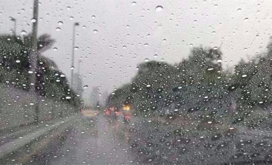 """بالفيديو : امطار في المحافظات  وتحذير من انزلاقات """"أول شتوة"""""""