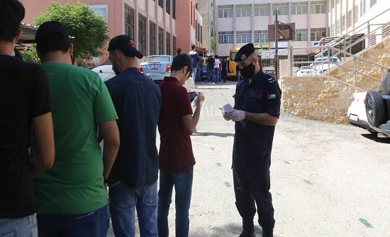 طلبة التوجيهي يتقدمون لامتحانهم في يومه الثامن