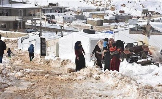 وفاة 4 لاجئين سوريين جراء البرد شرق لبنان.. بينهم طفلان