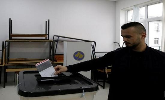 الناخبون في كوسوفو يصوتون في انتخابات عامة