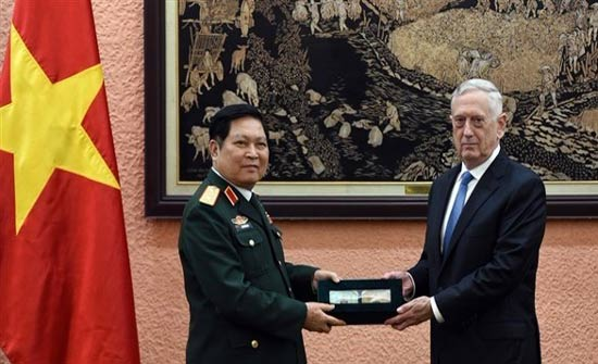 وزير الدفاع الأمريكي يلتقى نظيره الفيتنامي لإجراء مباحثات بشأن بحر الصين الجنوبي