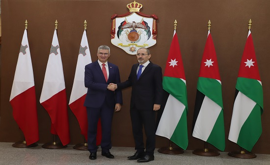 وزير الخارجية يبحث مع نظيره المالطي تعزيز العلاقات وزيادة التعاون الإقتصادي