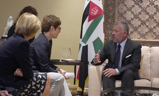 الملك يلتقي وزيرة الدفاع الألمانية