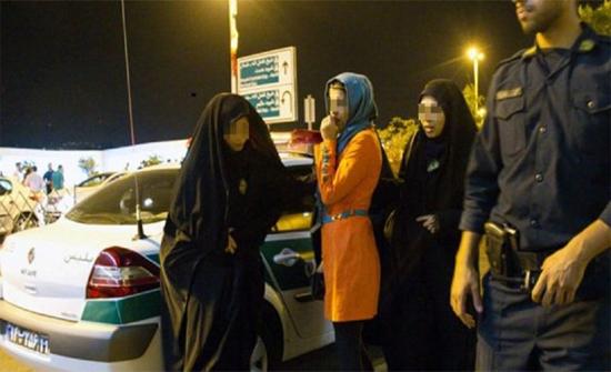 بالصور: إيران تعتقل 60 شخصا بتهمة إقامة حفلة مختلطة