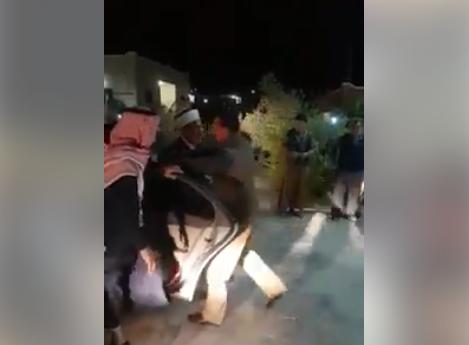بالفيديو : قاضي القضاة يستنكر إطلاق أحد المواطنين أعيرة نارية لتهنئته بمنصبه الجديد