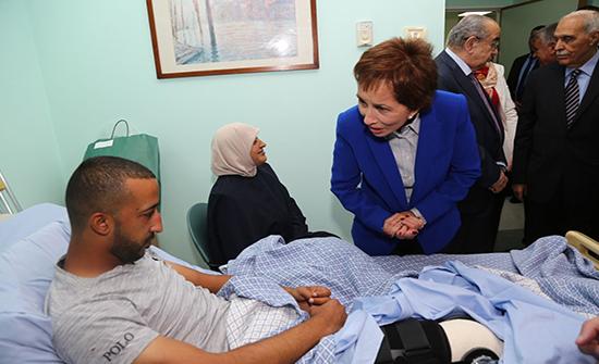"""الأميرة بسمة تزور مرضى """"البر والإحسان"""" في مستشفى عمان الجراحي"""