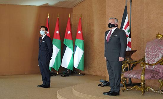 بالفيديو : رئيس الوزراء واعضاء حكومته يؤدون اليمين الدستورية أمام جلالة الملك