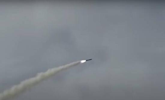 بالفيديو .. باكستان تختبر صاروخا مجنحا قادرا على حمل رؤوس نووية