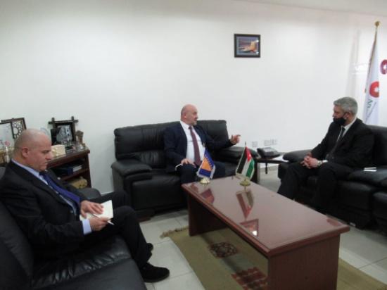 هيئة الاستثمار تبحث مع السفير البوسني العلاقات الاقتصادية والاستثمارية