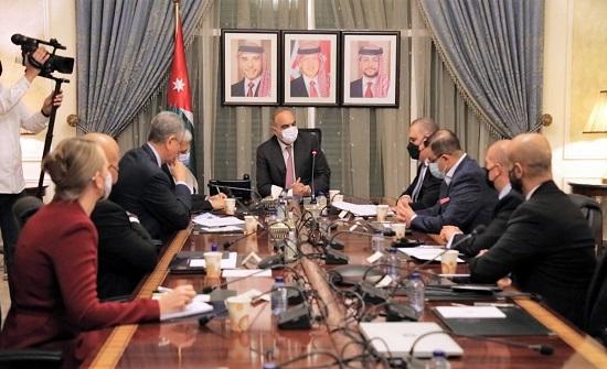 رئيس الوزراء يؤكد اهمية تعزيز الشراكة مع البنك الدولي لدعم جهود الحكومة بالمجالات ذات الاولوية