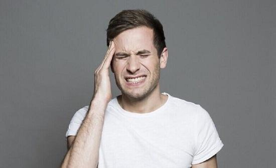 لماذا يستيقظ البعض مع شعور بالصداع؟