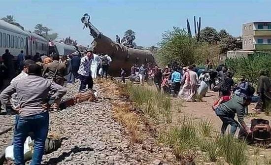 النائب العام يأمر بالتحقيق فى حادث تصادم قطارين فى سوهاج