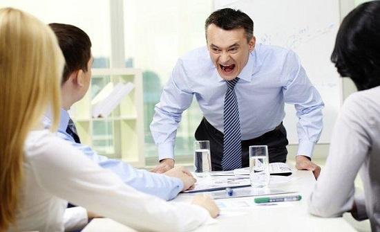 أثر رسائل التوبيخ من مديرك في العمل