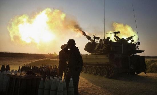 """مدفعية الاحتلال تستهدف """"أراضٍ زراعية ونقاط عسكرية"""" شرق قطاع غزة"""