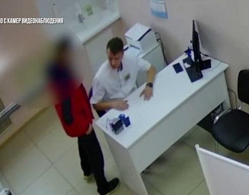 روسيا : شخص يعتدي على طبيب بالضرب بعد الكشف عن زوجته المحجبة !