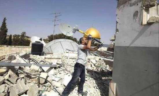 السلطات الإسرائيلية تجبر عائلة مقدسية على هدم منزلها